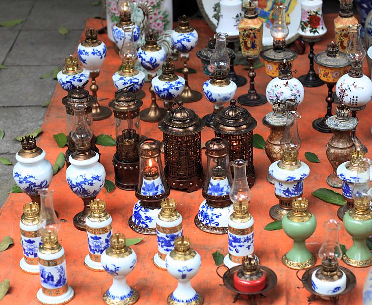 Đồ gốm sứ - đồ đồng Trung Quốc làm giả rất tinh vi .