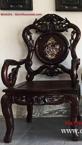 Đây là Ghế Trúc Đơn Hàng Chợ , Xương Khung , chân ghế làm rất to và thô , không có độ cong mềm mại và nét đục chạm không đẹp .