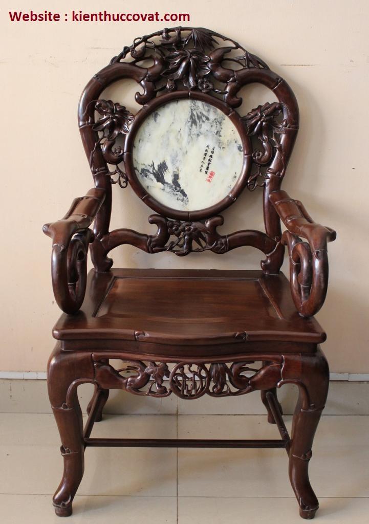 Ghế Trúc Đơn hàng đẹp , xương khung làm cân đối , chân và tựa làm với độ cong mềm mại , nét đục chạm rất tinh tế .