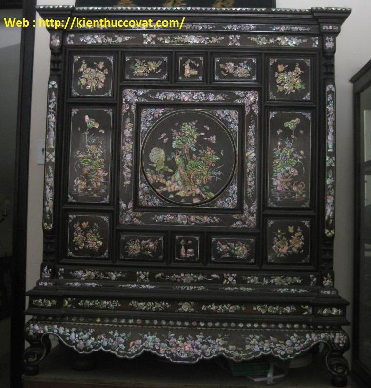 Tủ thờ cổ nhà mình  do Nghệ Nhân Huế chế tác , rất tinh tế và giá trị .